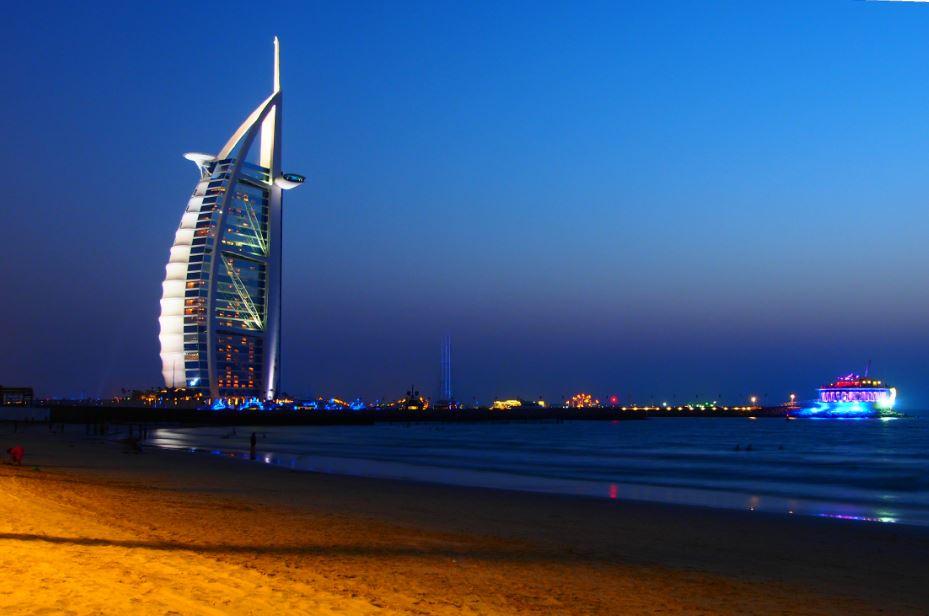 Burj Al Arab yöllä