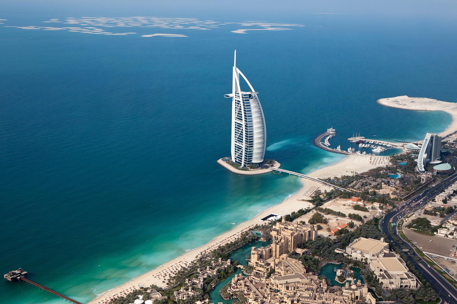 Dubai hotellit - Burj Al Arab: dubai 7 tähden hotelli helikopterista